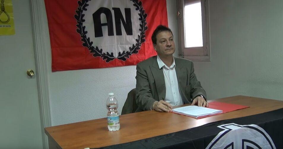 bec57383e Conferencia en la sede del partido neonazi Alianza Nacional.
