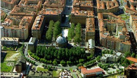 Un año de prisión por grabar con cámara oculta en el Monumento a los Caídos en Pamplona