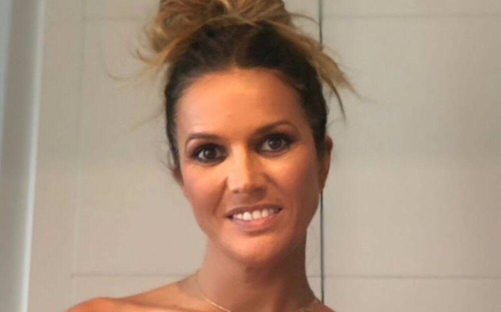 Marta Lopez Se Desnuda Con Una Carta En La Que Denuncia La