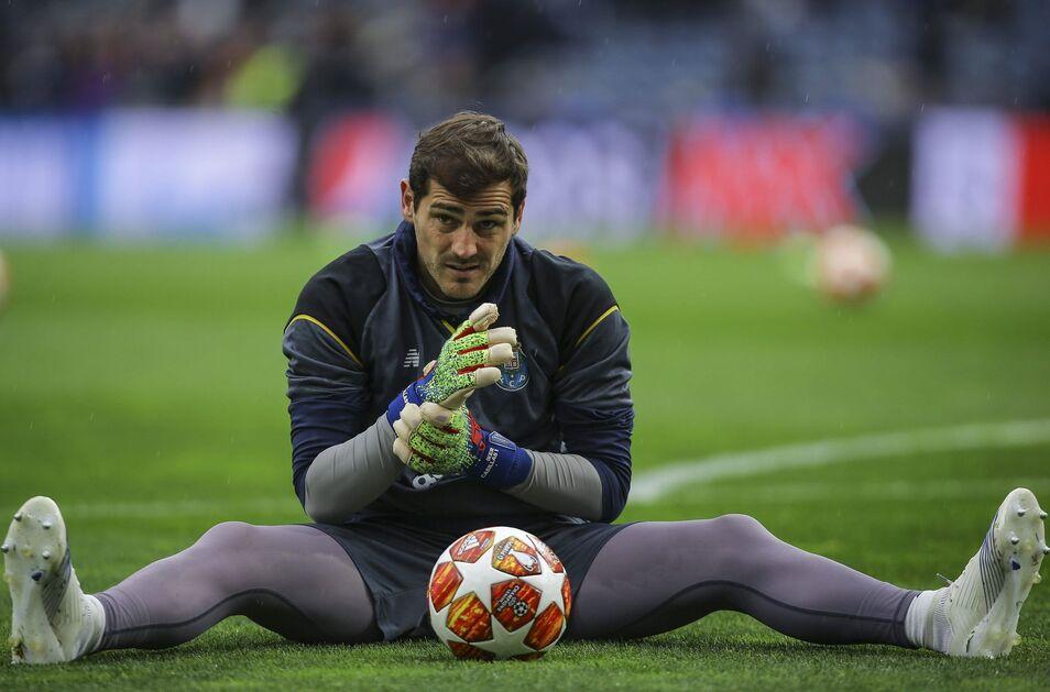 Iker Casillas acaba en el Oporto levantando un título