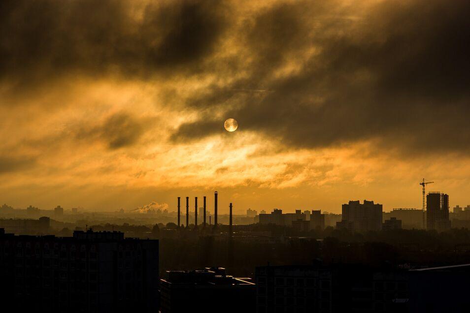 Empiezan a escucharse voces científicas disidentes que se atreven a afirmar que la teoría del calentamiento global podría una estafa.