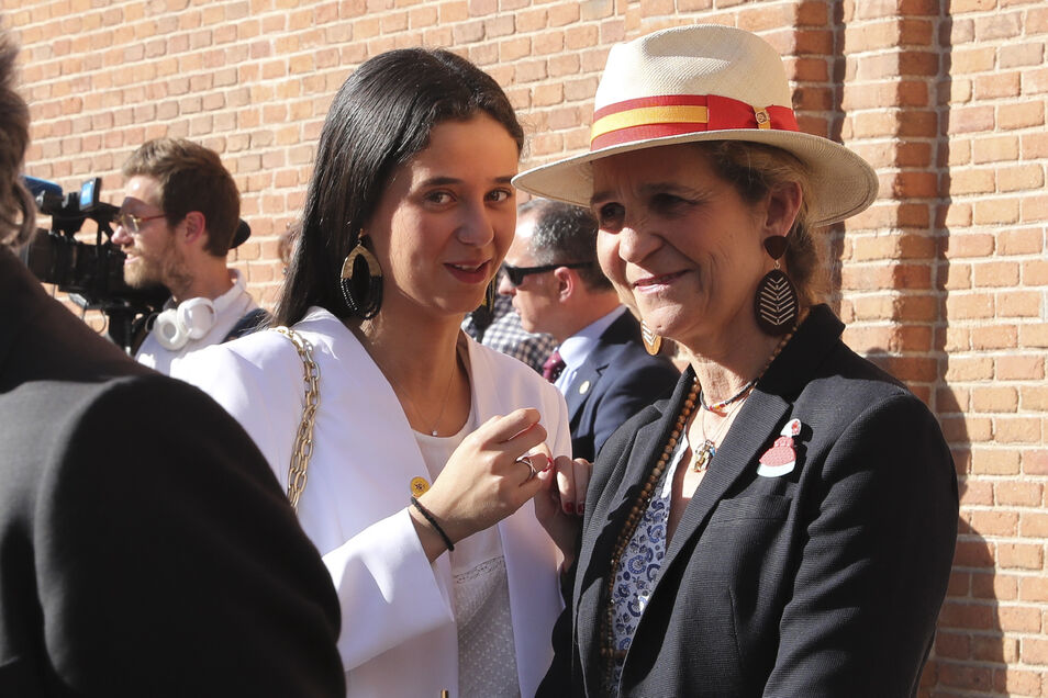 ¿Cuánto mide la Infanta Elena de Borbón? - Altura Victoria-federica-infanta-elena-2305