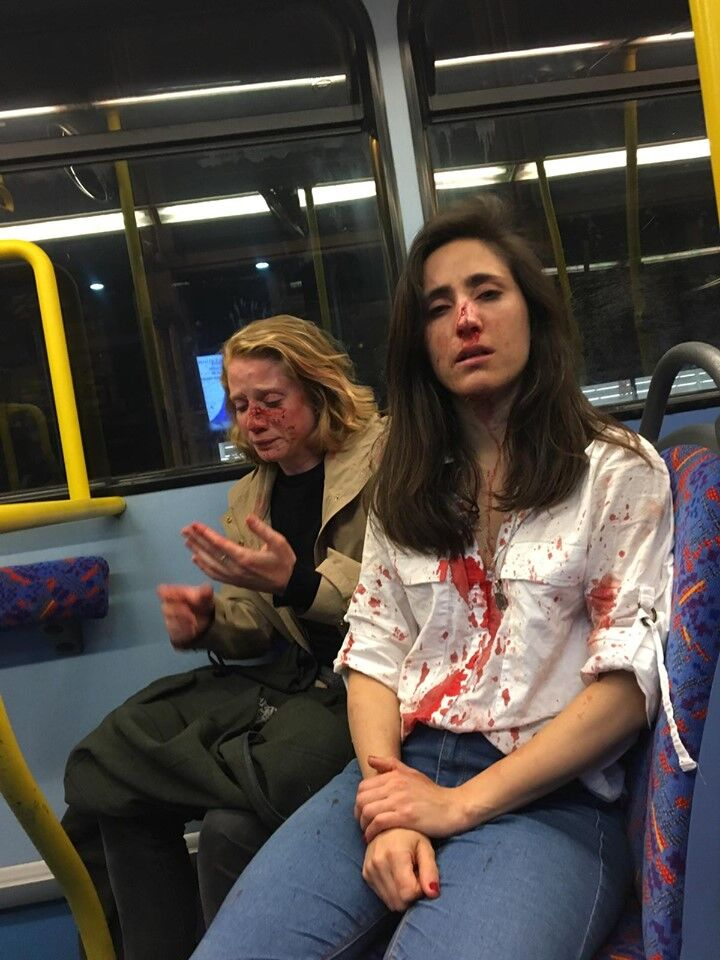 Brutal Paliza A Una Pareja De Chicas En Un Autobús De