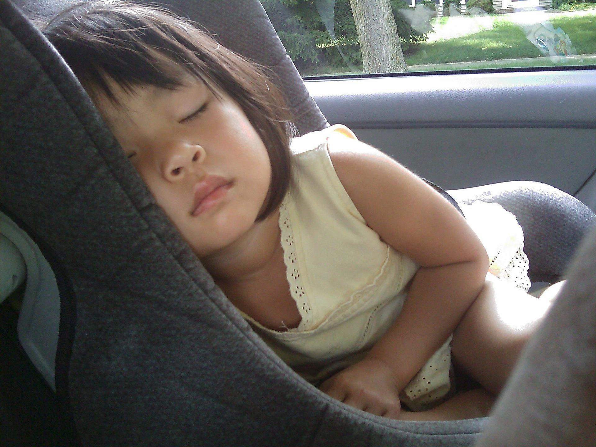nino-dormir-asiento-de-coche.jpg