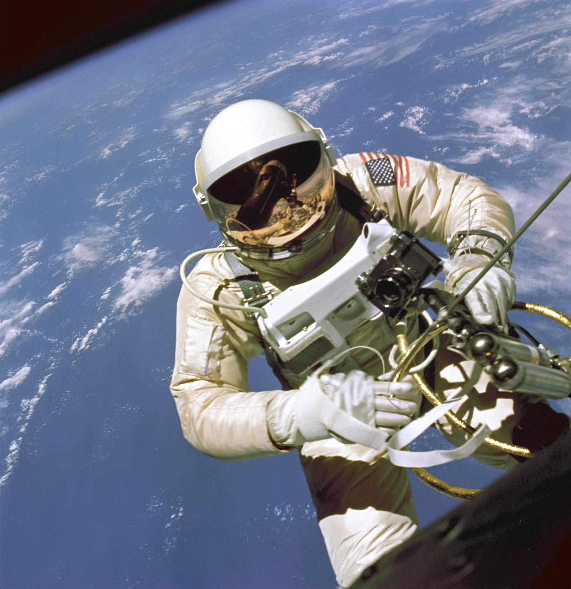 edward-white-primer-paseo-espacial-eeuu-