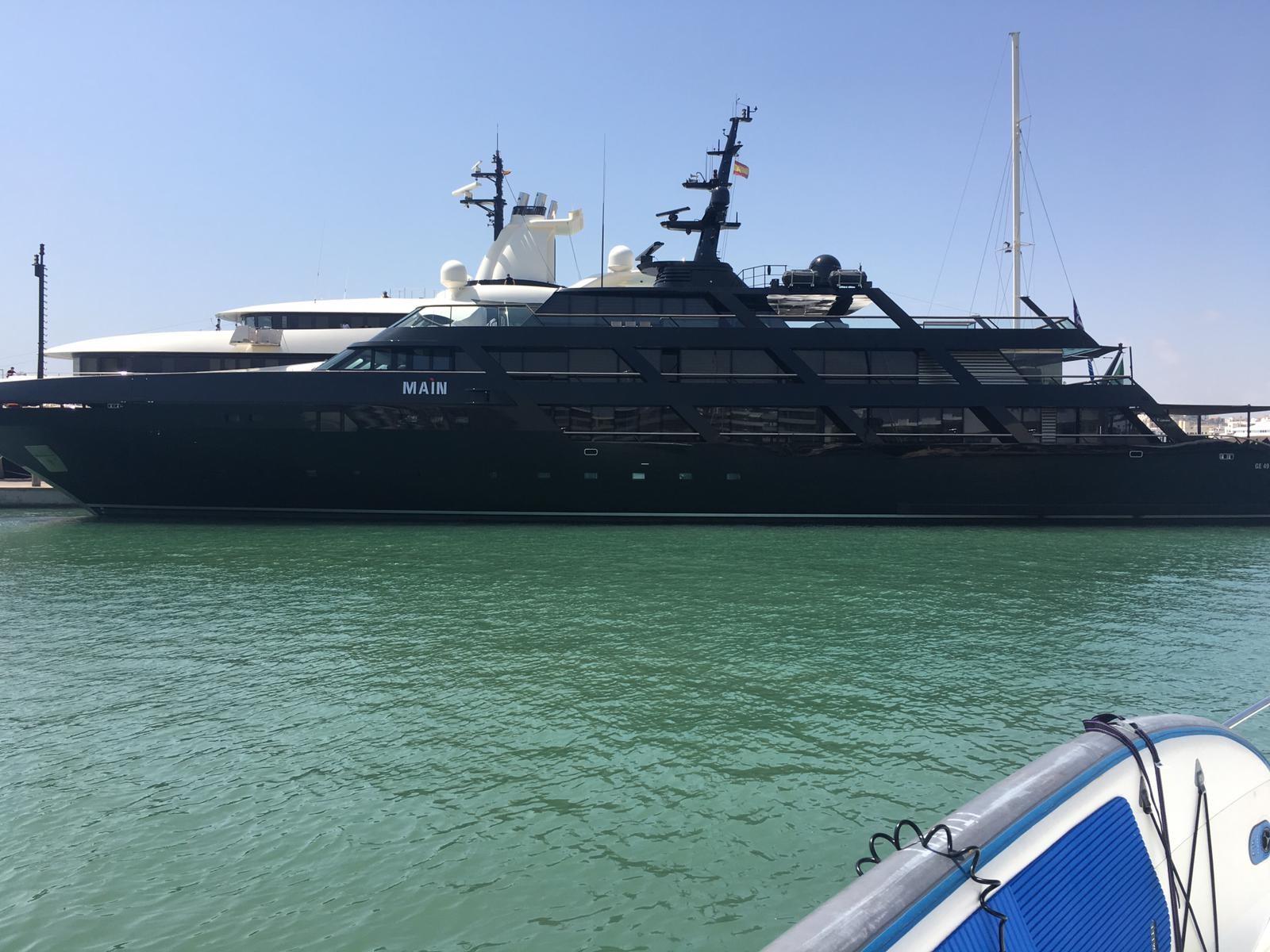 barco-giorgio-armani.jpg