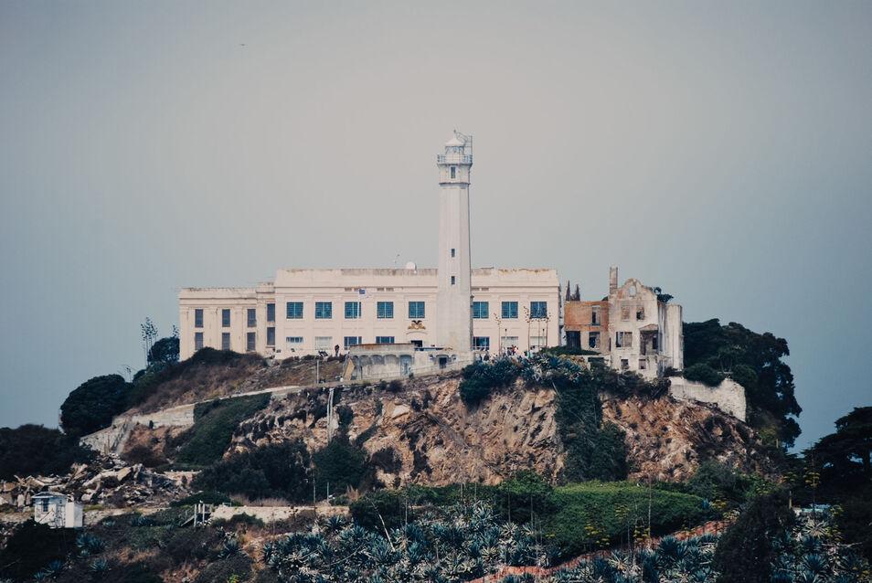 Alcatraz, la isla descubierta por España que fue la prisión más famosa del mundo