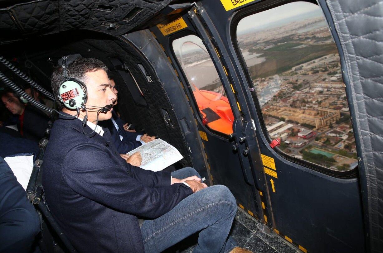 Sánchez sobrevuela las zonas más afectadas por la DANA