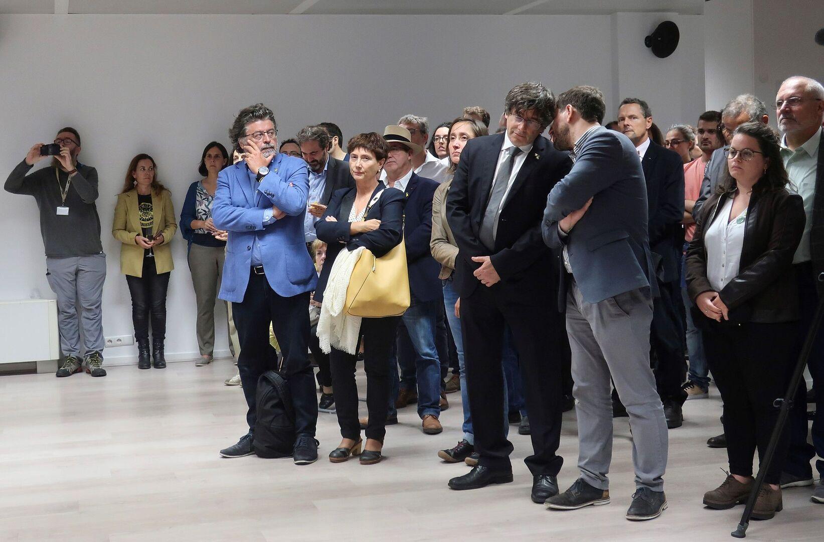 """Puigdemont pide al Estado """"diálogo"""" entre amenazas de desobediencia civil"""