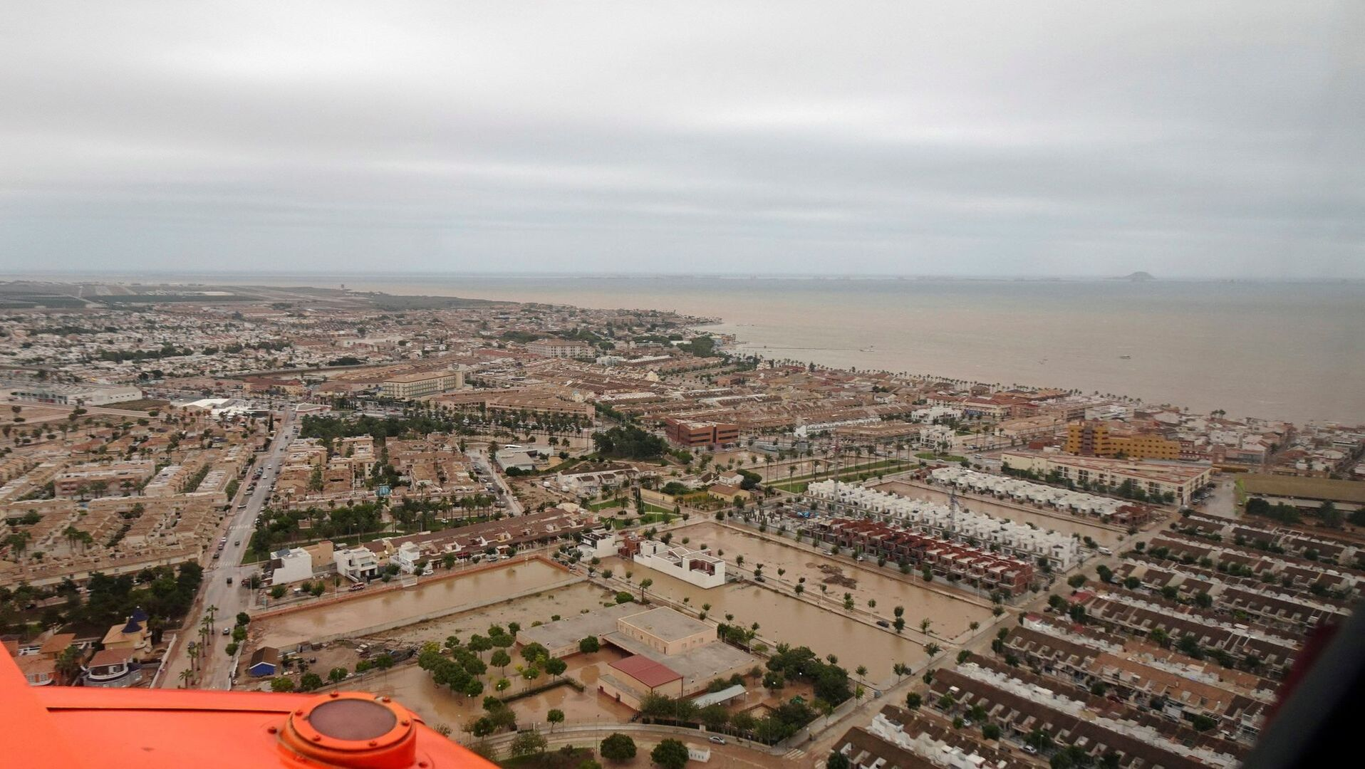 """Robles, a los militares desplazados por el temporal: """"Hay mucho por hacer todavía, es una situación dantesca"""""""