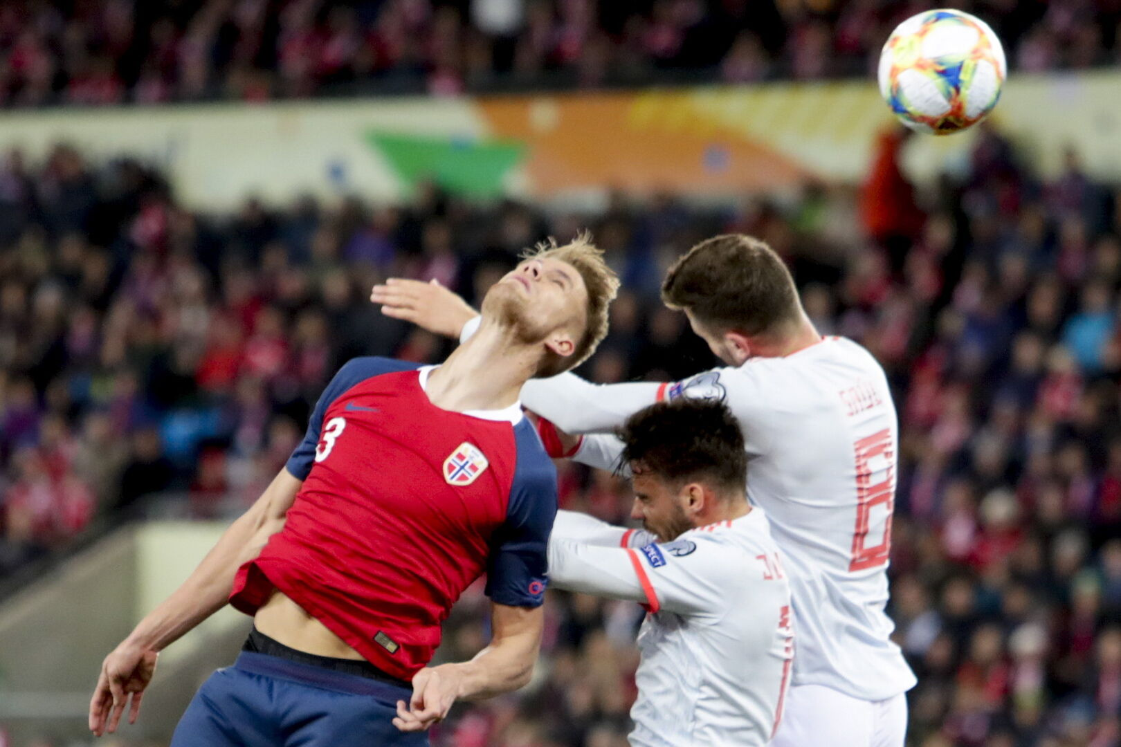 Noruega da una lección a una triste España en la que Ramos hace historia (1-1)
