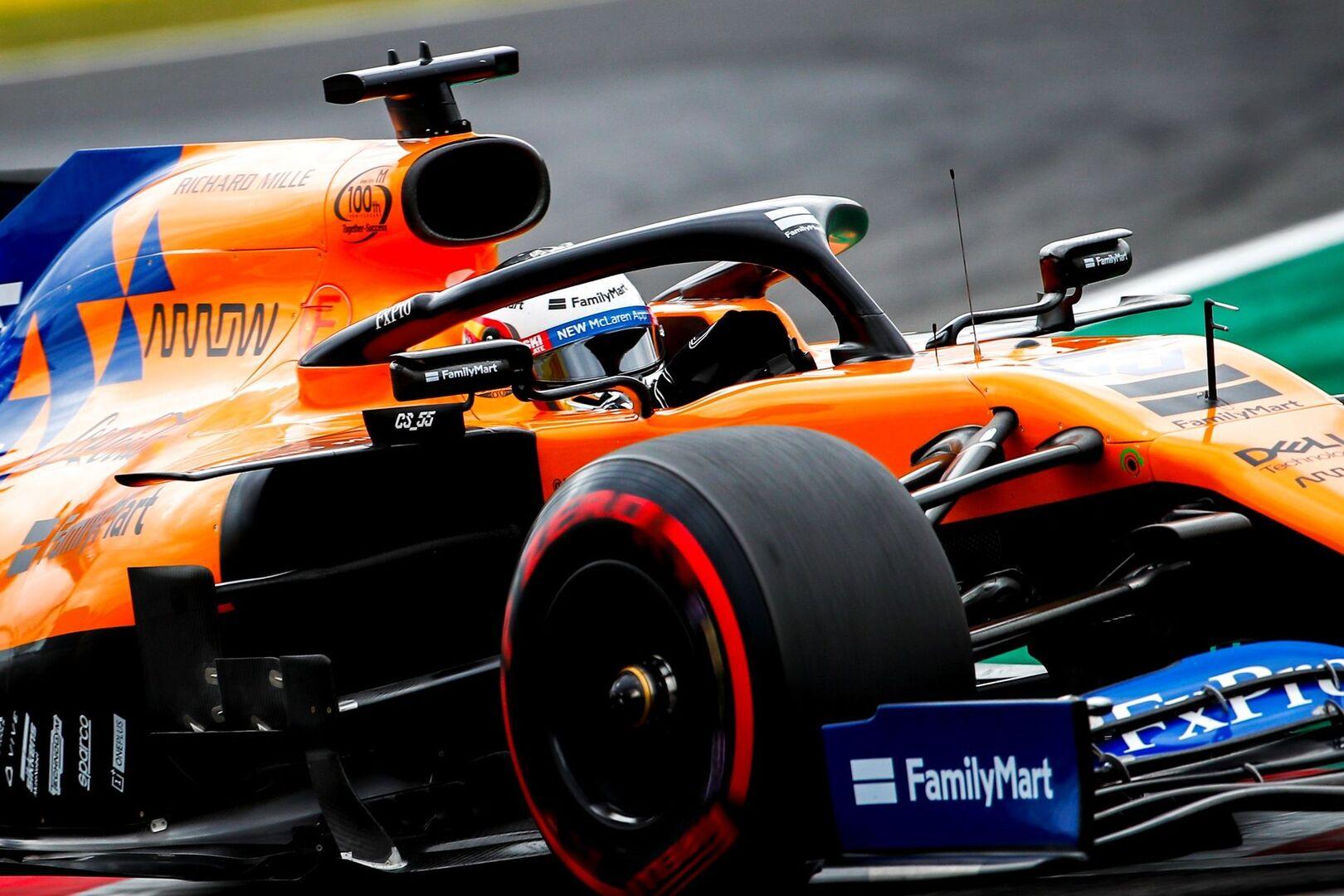 Carlos Sainz brilla con luz propia en Japón donde se impone Bottas