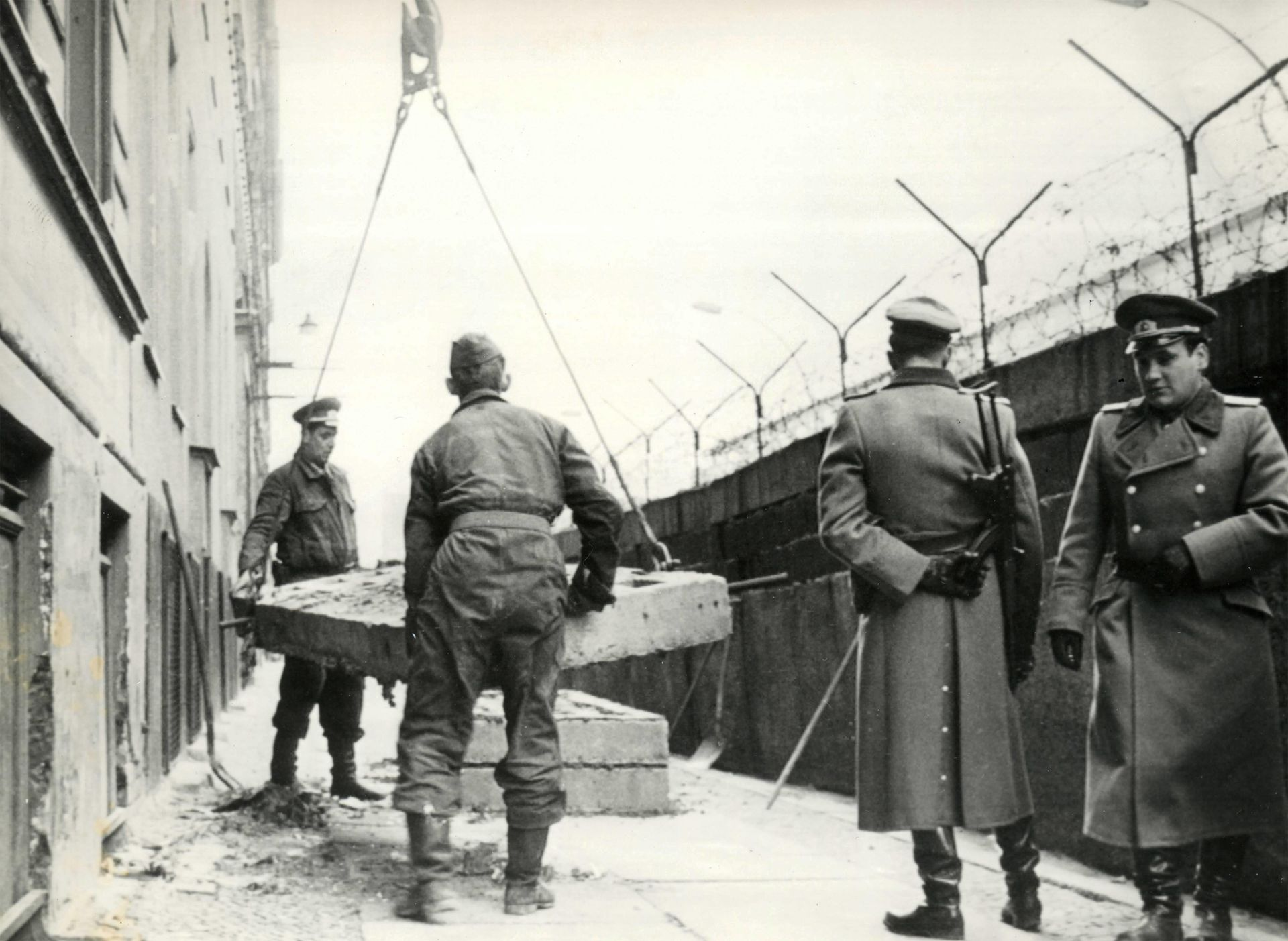 09-muro-berlin-1965.jpg