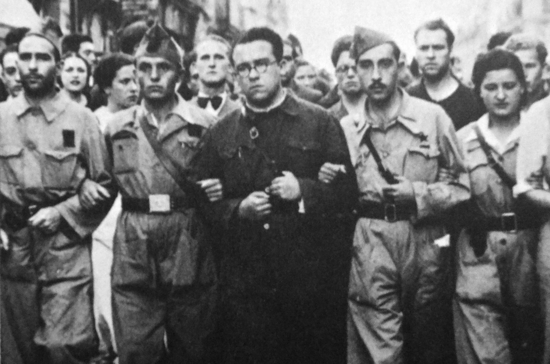 Santiago Carrillo al frente de las JSU
