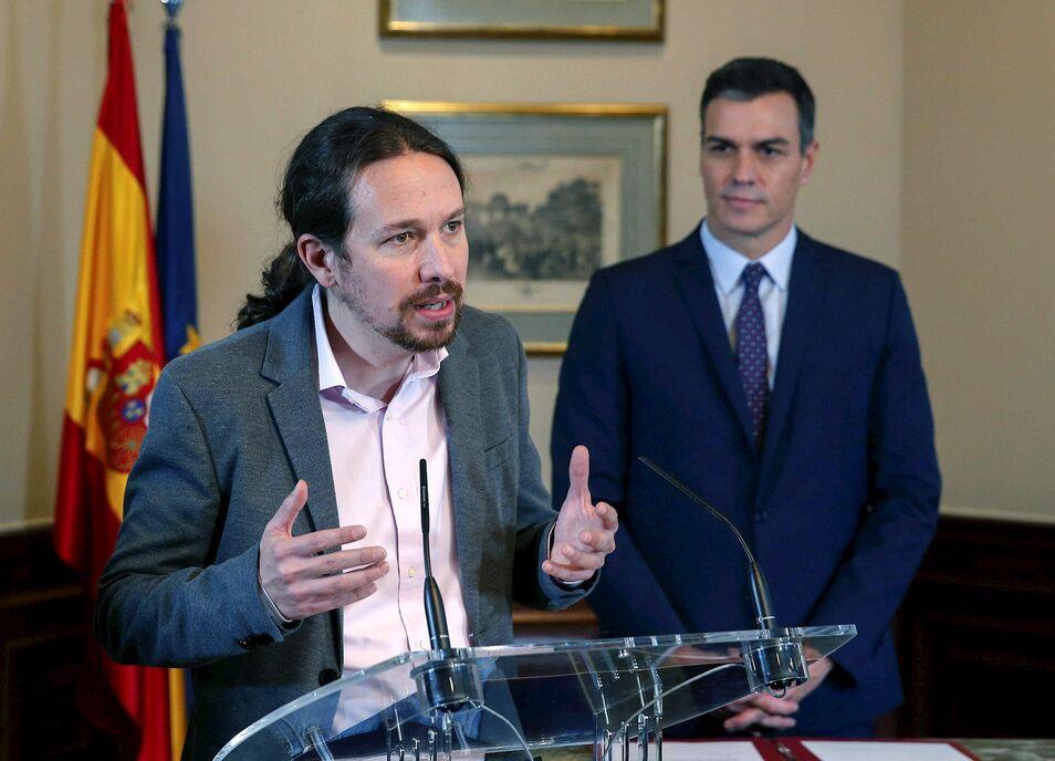 """La formación morada promete derogar las reformas de PP y PSOE """"escritas al dictado de la troika y con el beneplácito de la CEOE""""."""