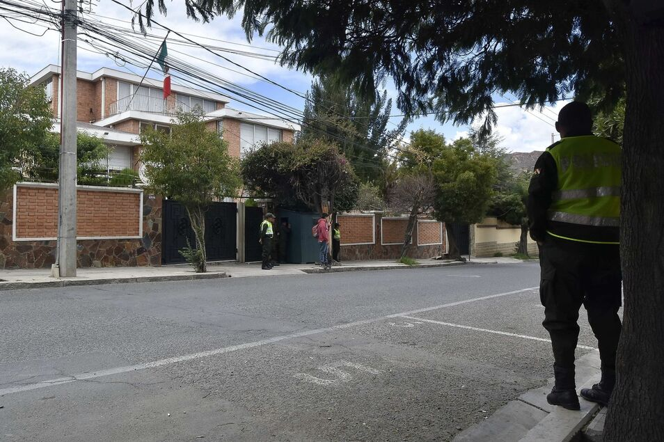 """El expresidente Quiroga asegura que Sánchez y Podemos """"están muertos de miedo"""" de que salga la información de los contratos firmados con Evo Morales."""