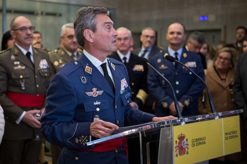 """Quiere unas Fuerzas Armadas que cuenten con """"la última tecnología"""" y alerta de que """"es un error luchar guerras del pasado""""."""