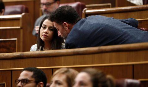 Cs se abre ahora a integrarse con Feijóo pero advierte al PP: tendrá consecuencias en Cataluña