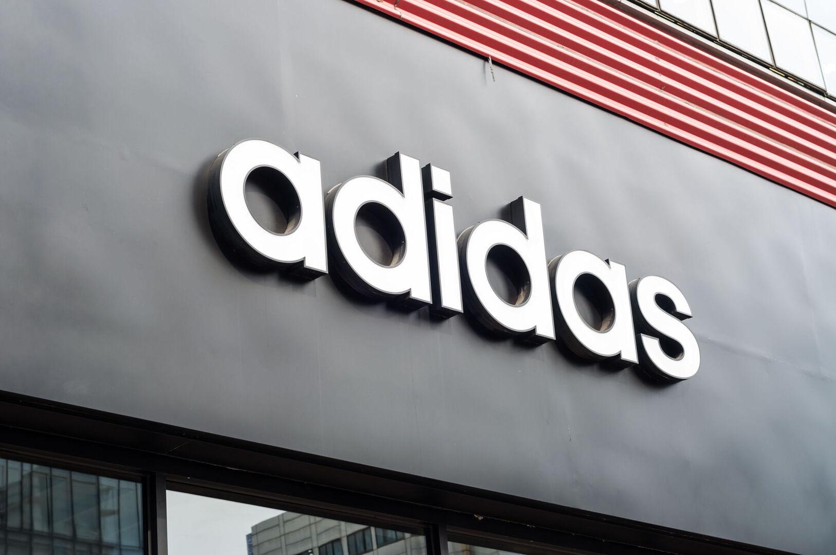 Adidas eleva el dividendo un 15% tras ganar 1.976 millones