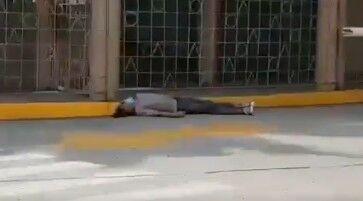 Cuerpos de fallecidos esperan su traslado en las calles de ...
