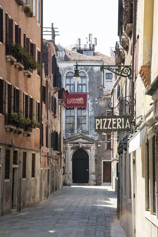 Seguro que has visto Venecia inundada ¿Pero la conoces sin agua? Venecia-casino-italia