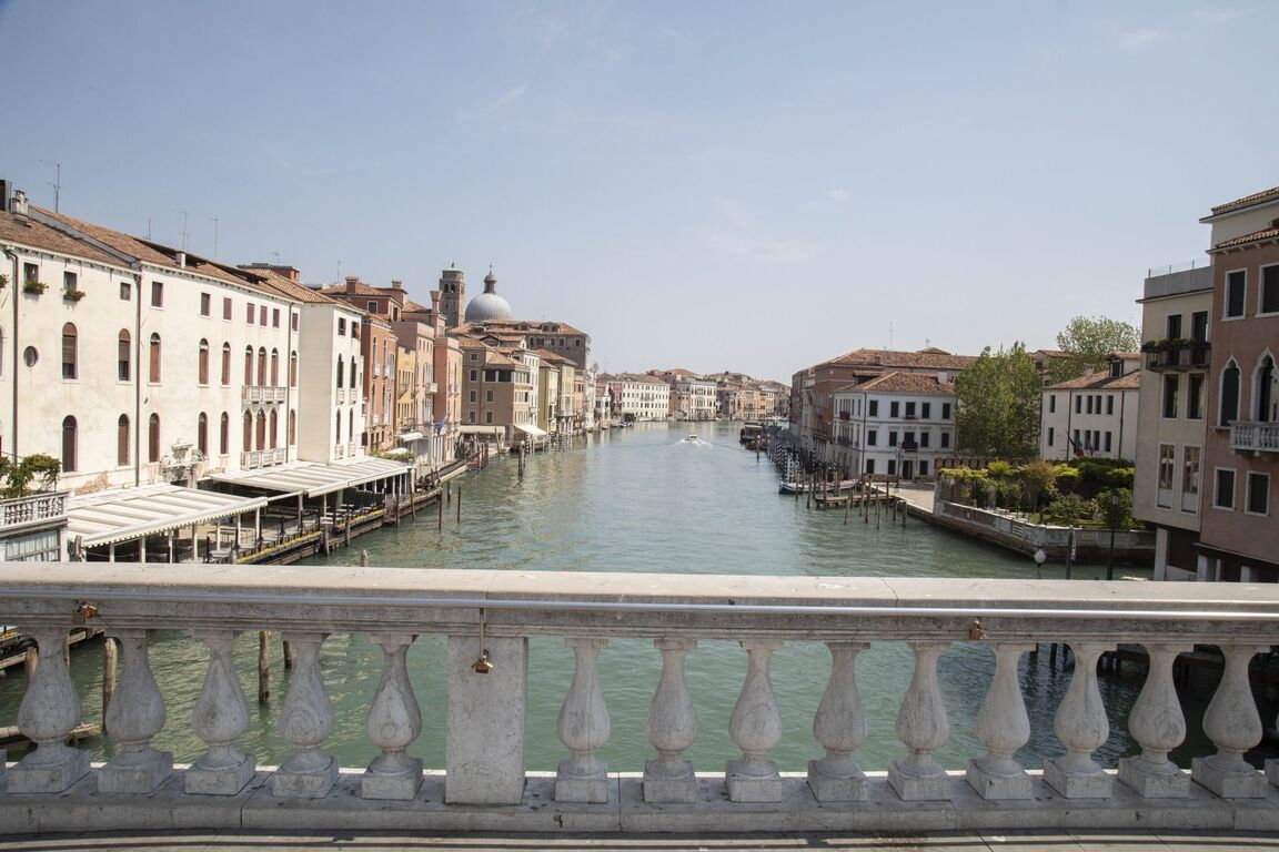Seguro que has visto Venecia inundada ¿Pero la conoces sin agua? Venecia-italia-vacia-sin-turismo-arquitectura-00002