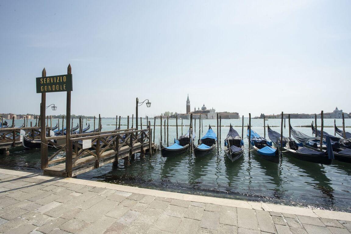 Seguro que has visto Venecia inundada ¿Pero la conoces sin agua? Venecia-italia-vacia-sin-turismo-arquitectura-00003