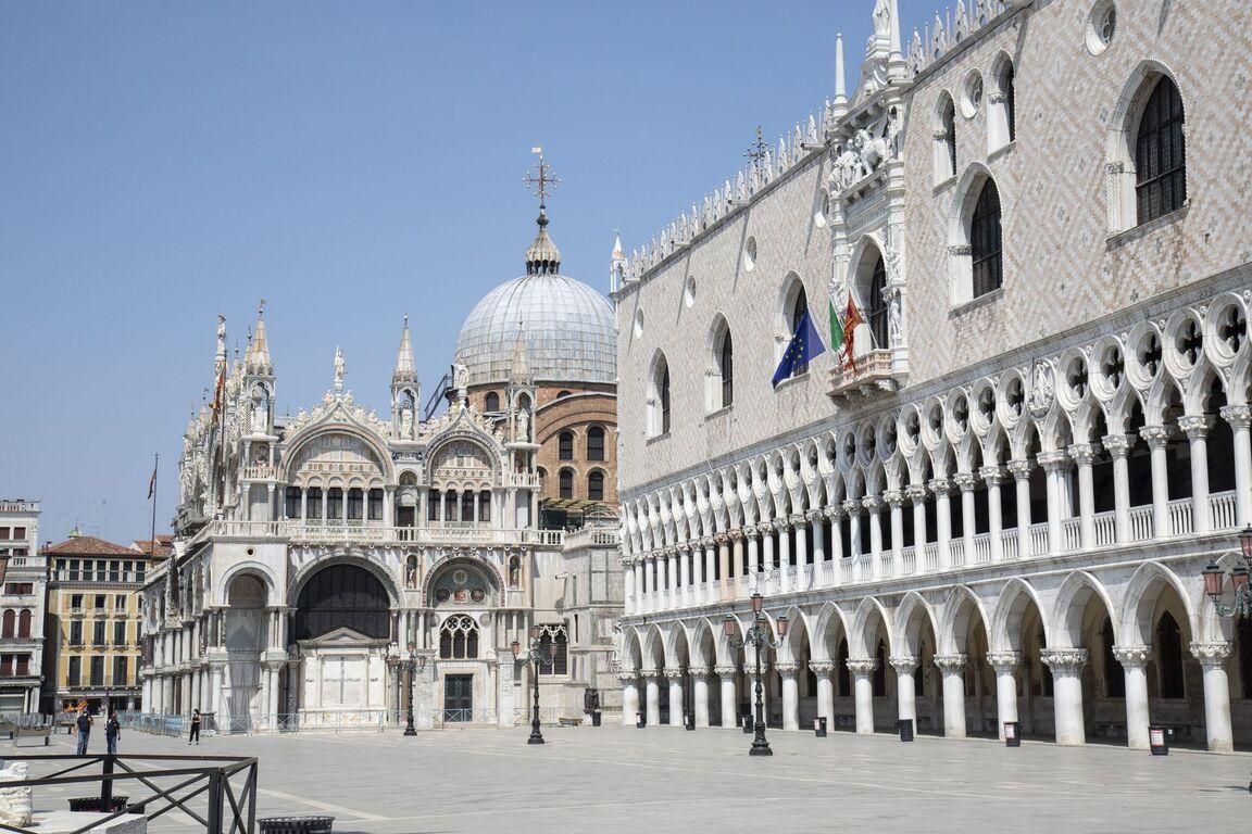 Seguro que has visto Venecia inundada ¿Pero la conoces sin agua? Venecia-italia-vacia-sin-turismo-arquitectura-00005