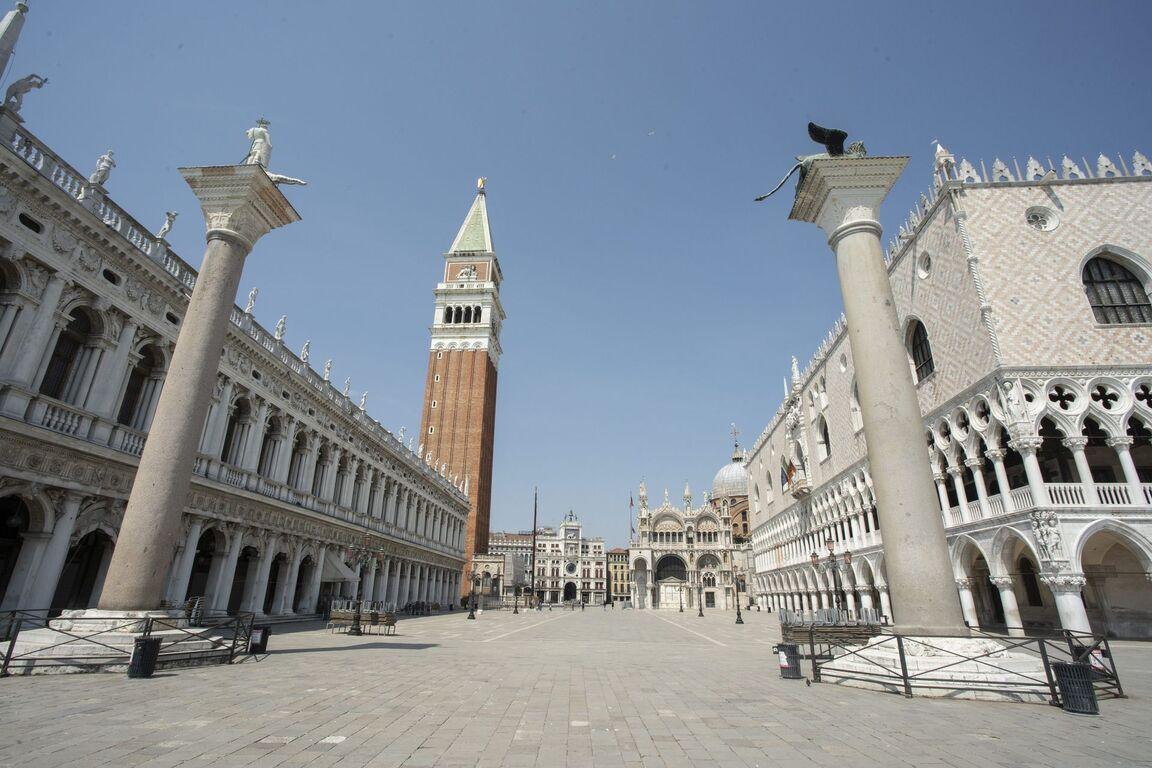 Seguro que has visto Venecia inundada ¿Pero la conoces sin agua? Venecia-italia-vacia-sin-turismo-arquitectura-00006