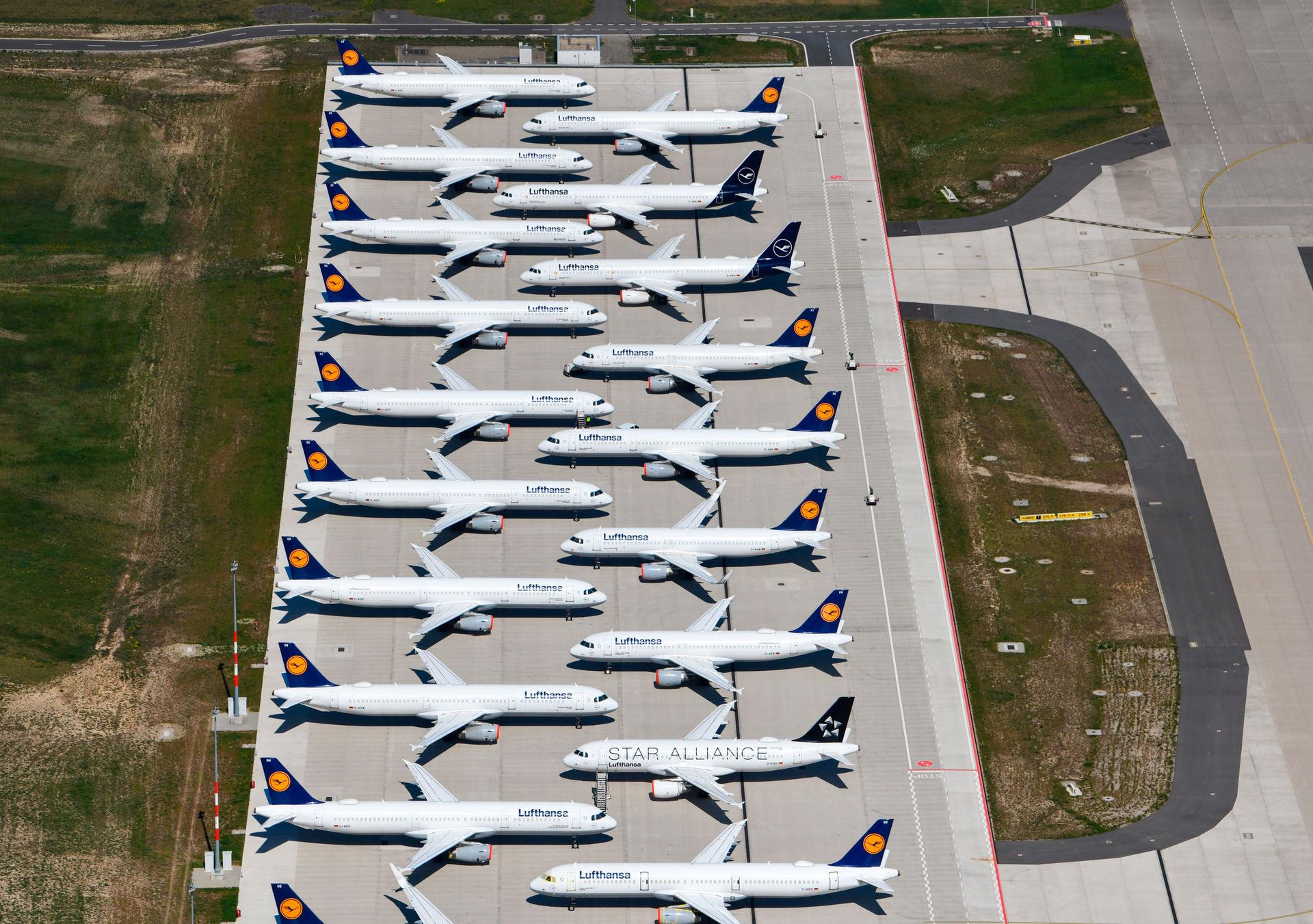 aviones-aparcados-aeropuerto-berlin-brandenburg-international-airport-schoenefeld-2.jpg
