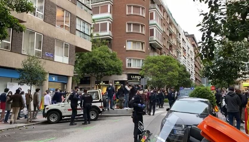 """En un artículo, la juez Amaya Olivas afirma que los manifestantes """"se han situado al margen de nuestro texto fundamental: la Constitución Española""""."""