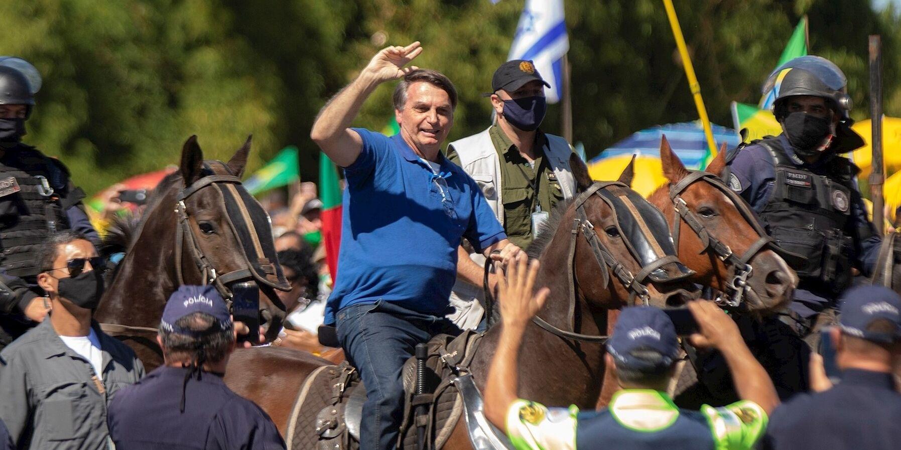 Jair Bolsonaro acude a la manifestación contra el STF y el Congreso a caballo