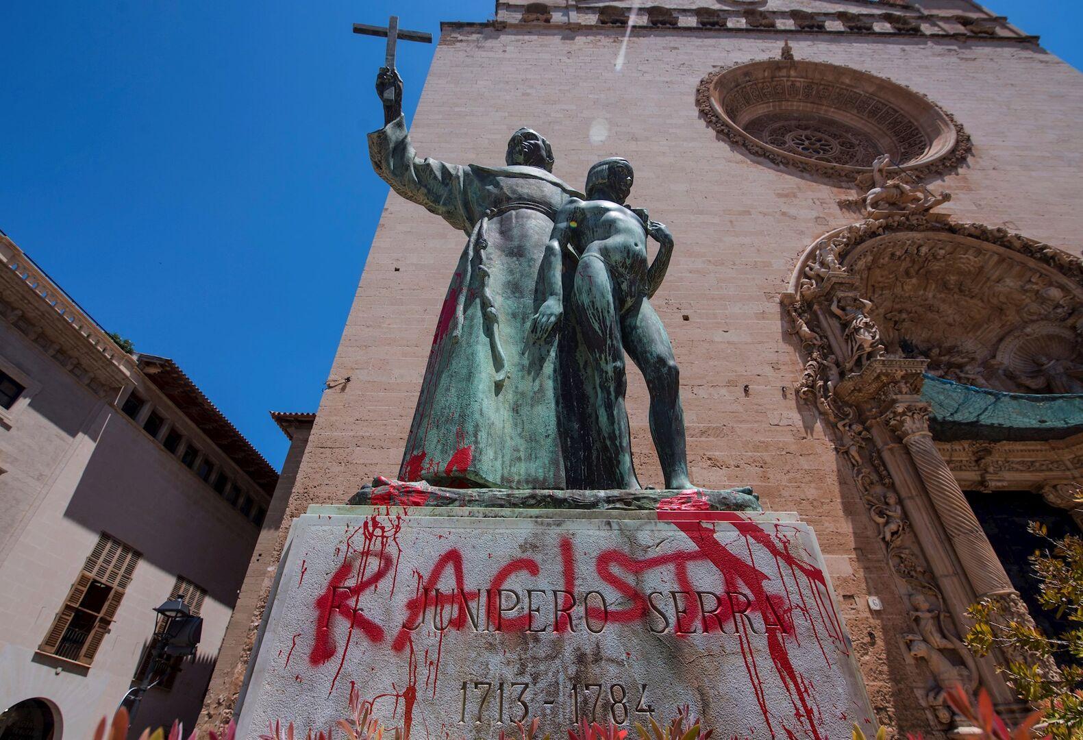 Atacan y vandalizan la estatua de fray Junípero Serra en Palma con ...