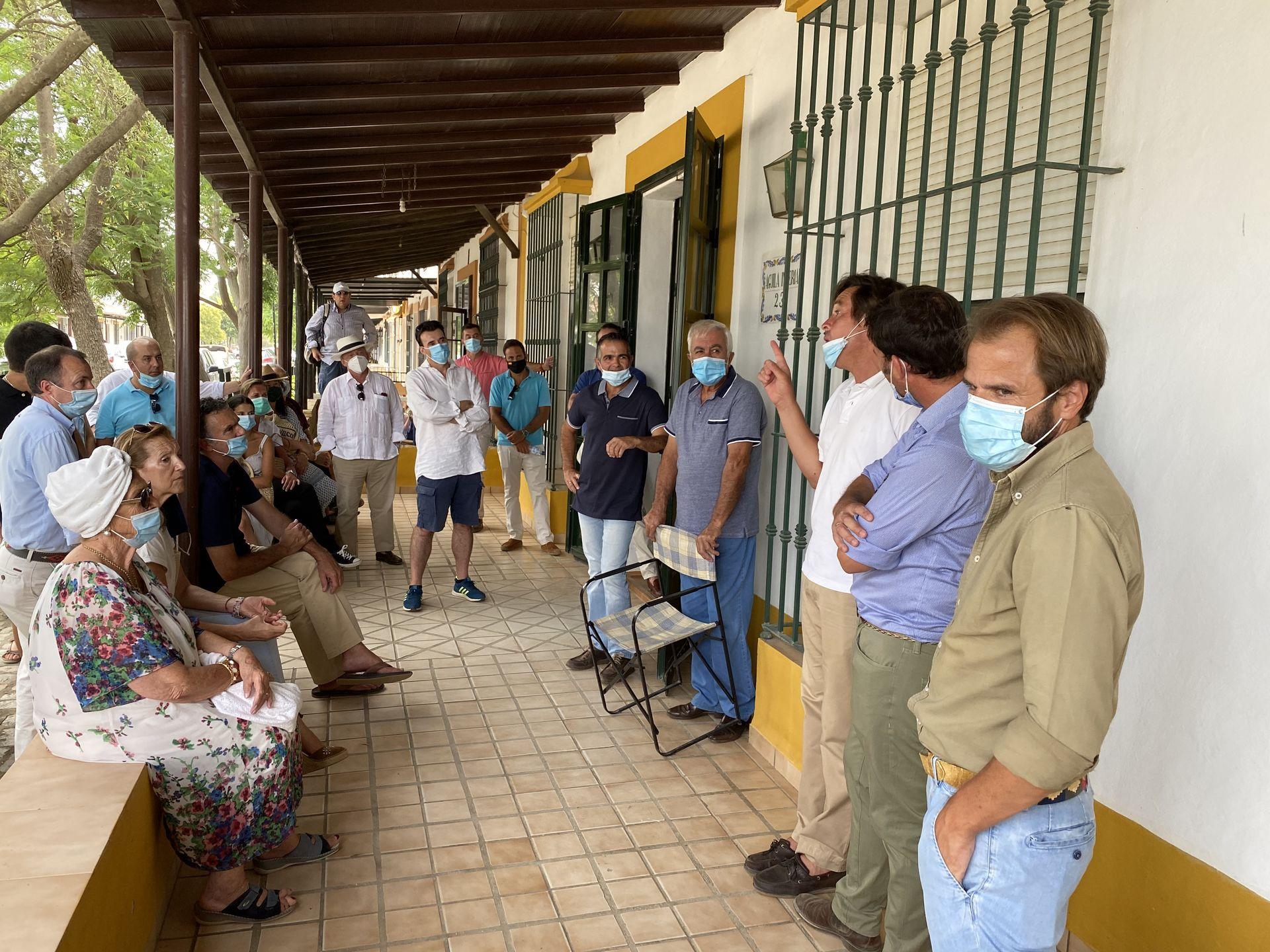 aficionados-practicos-taurinos-visita-mayoral.jpg