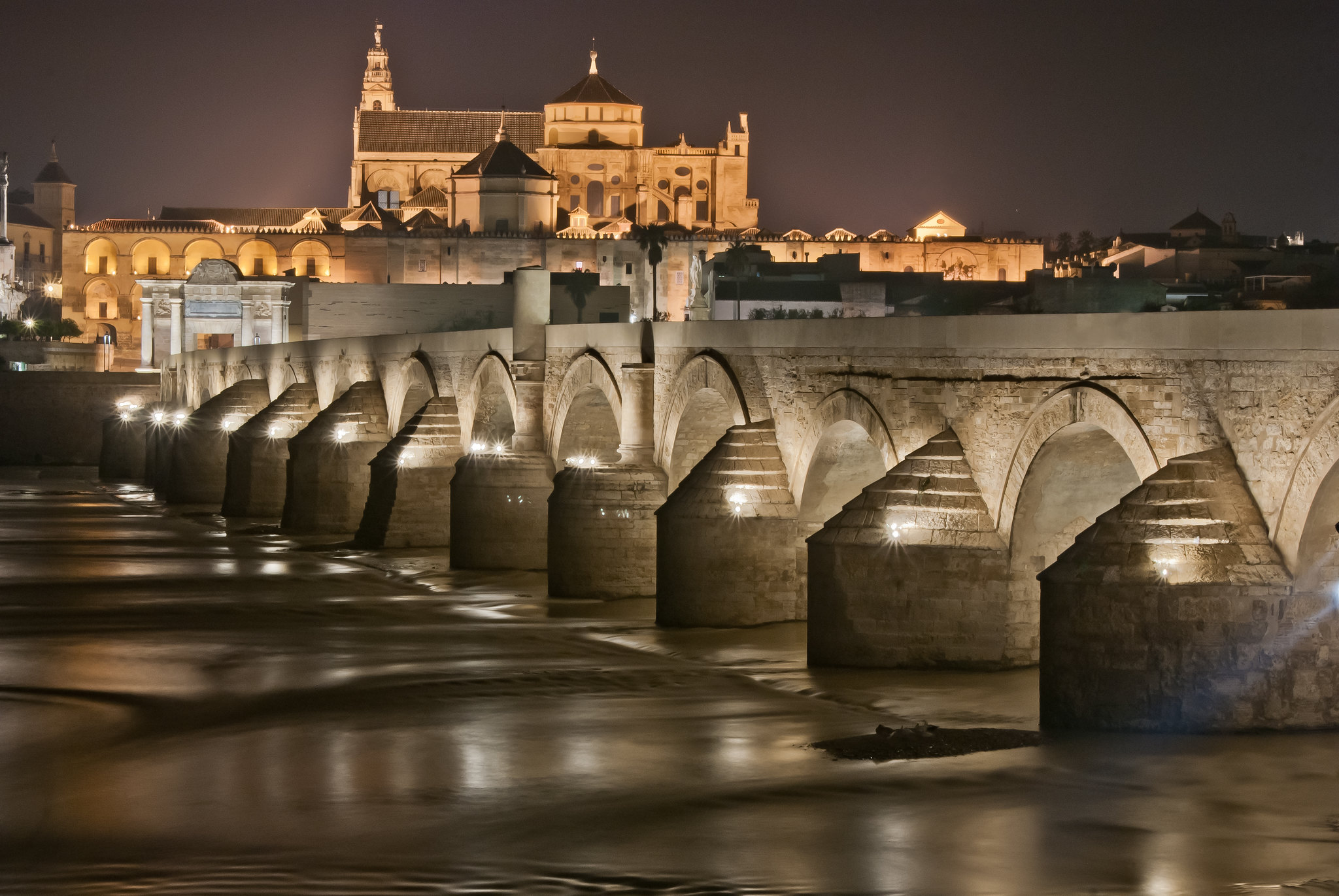 puente-romano-cordoba-andaluciael-puente-romano-de-cordoba-esta-situado-sobre-el-rio-guadalquivir-a-su-paso-por-cordoba-y-une-el-barri.jpg