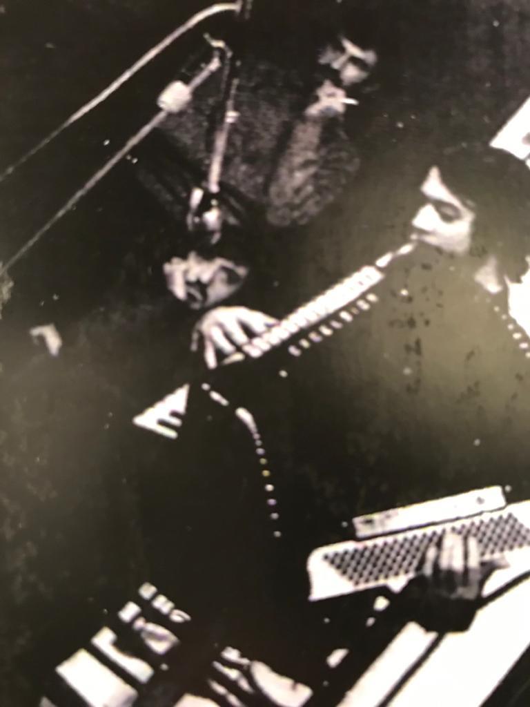 Justiniano Hernández en la citada fotografía tocando el acordeón.