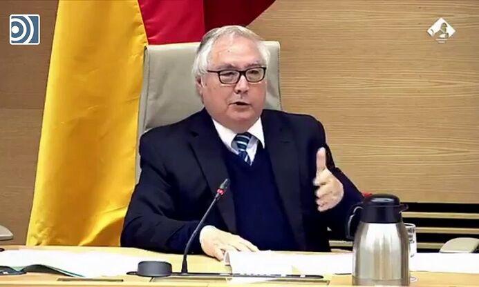 """Manuel Castells, ministro de Universidades: """"El mundo está en peligro. Este mundo se acaba"""""""