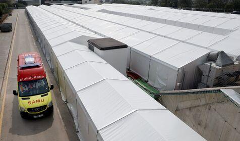 Cuatro lonas  y  un congelador : así es el hospital evacuado de Ximo Puig