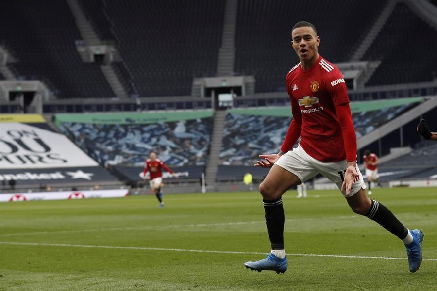 Manchester United derrota a Tottenham con gol de Edinson Cavani; está 11 puntos por detrás de City