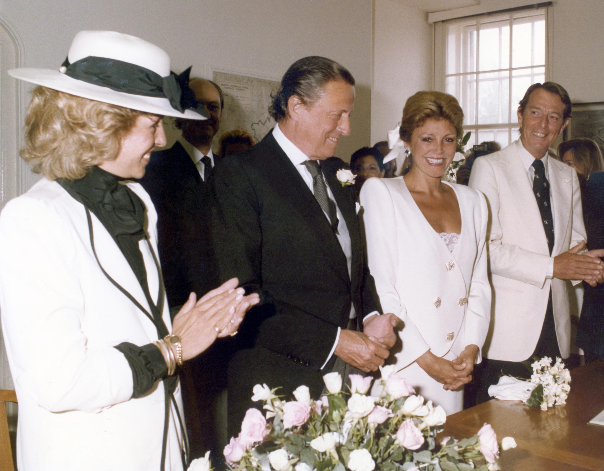 boda-del-baron-thyssen-y-tita-cervera-en-moreton-in-march-con-los-padrinos-la-duquesa-de-marlbourgh-y-el-duque-de-badajoz.jpg