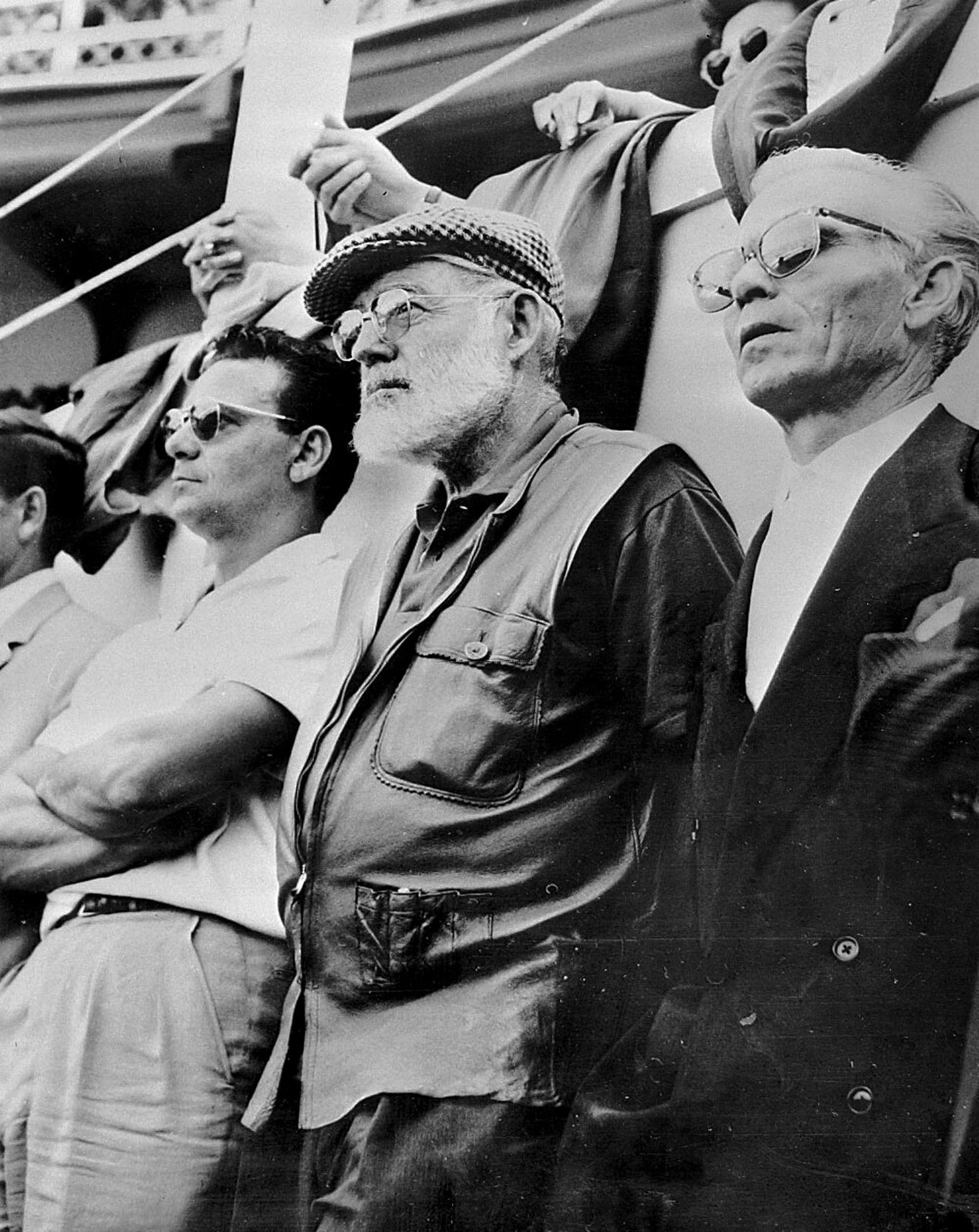 Ernest Hemingway y Domingo Ortega en la plaza de toros de Bayona en 1959