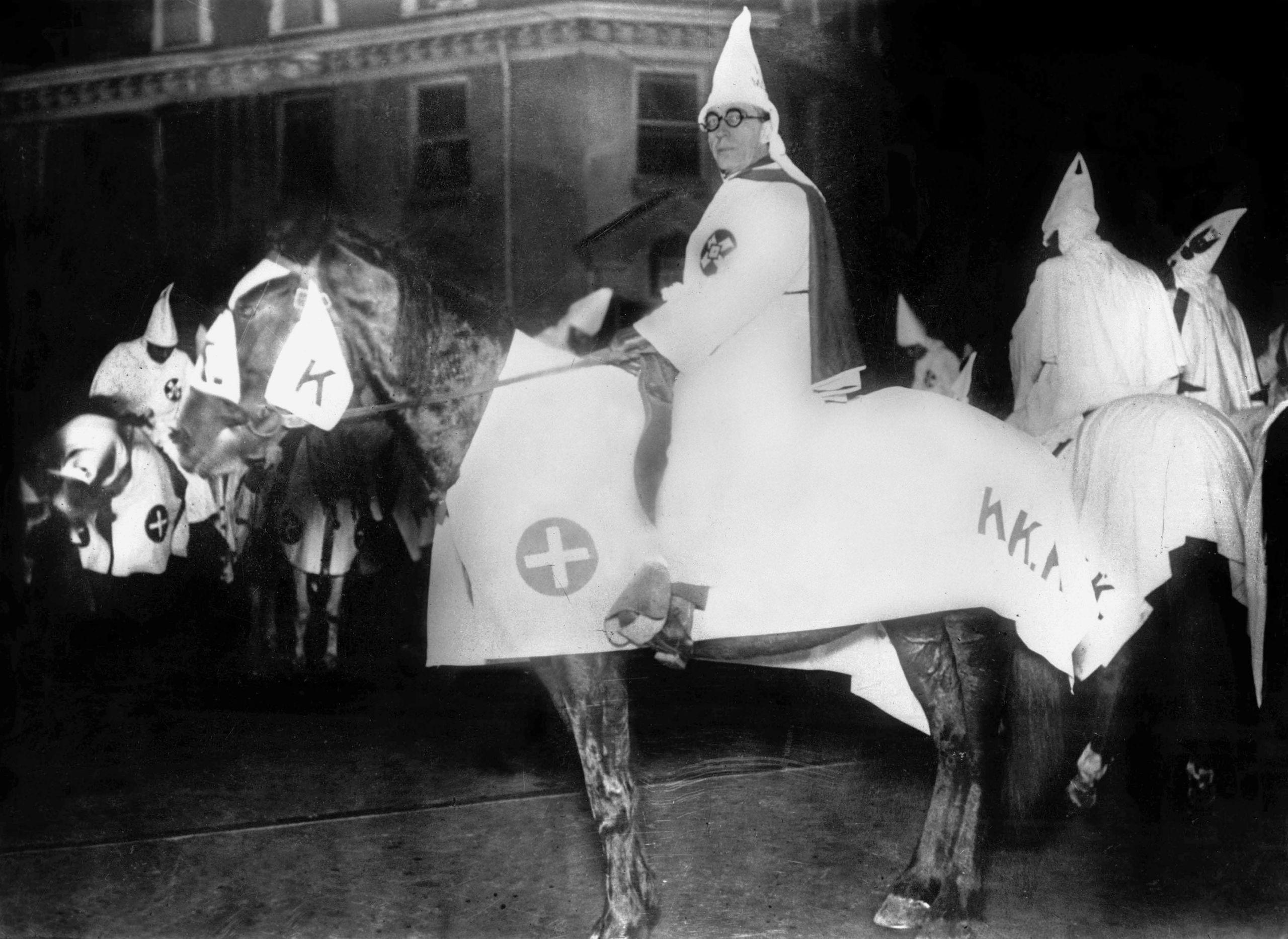 Imagen de un miembro del Ku Klux Klan