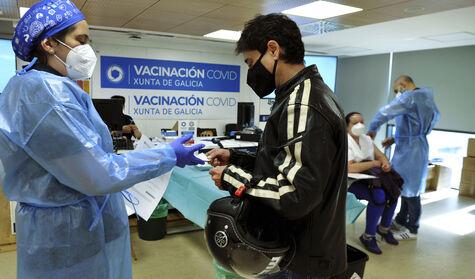Sanidad abre la vacunación a todos los mayores de 12 años pero no decide sobre la relajación de la mascarilla