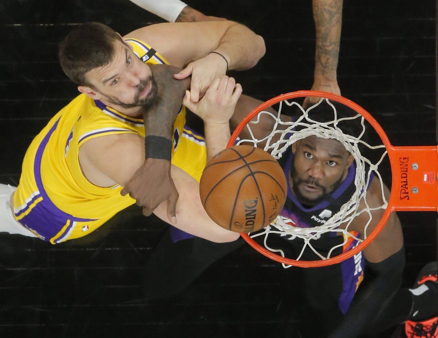 Los Suns humillan a unos Lakers al borde del abismo (115-85) - Libertad  Digital