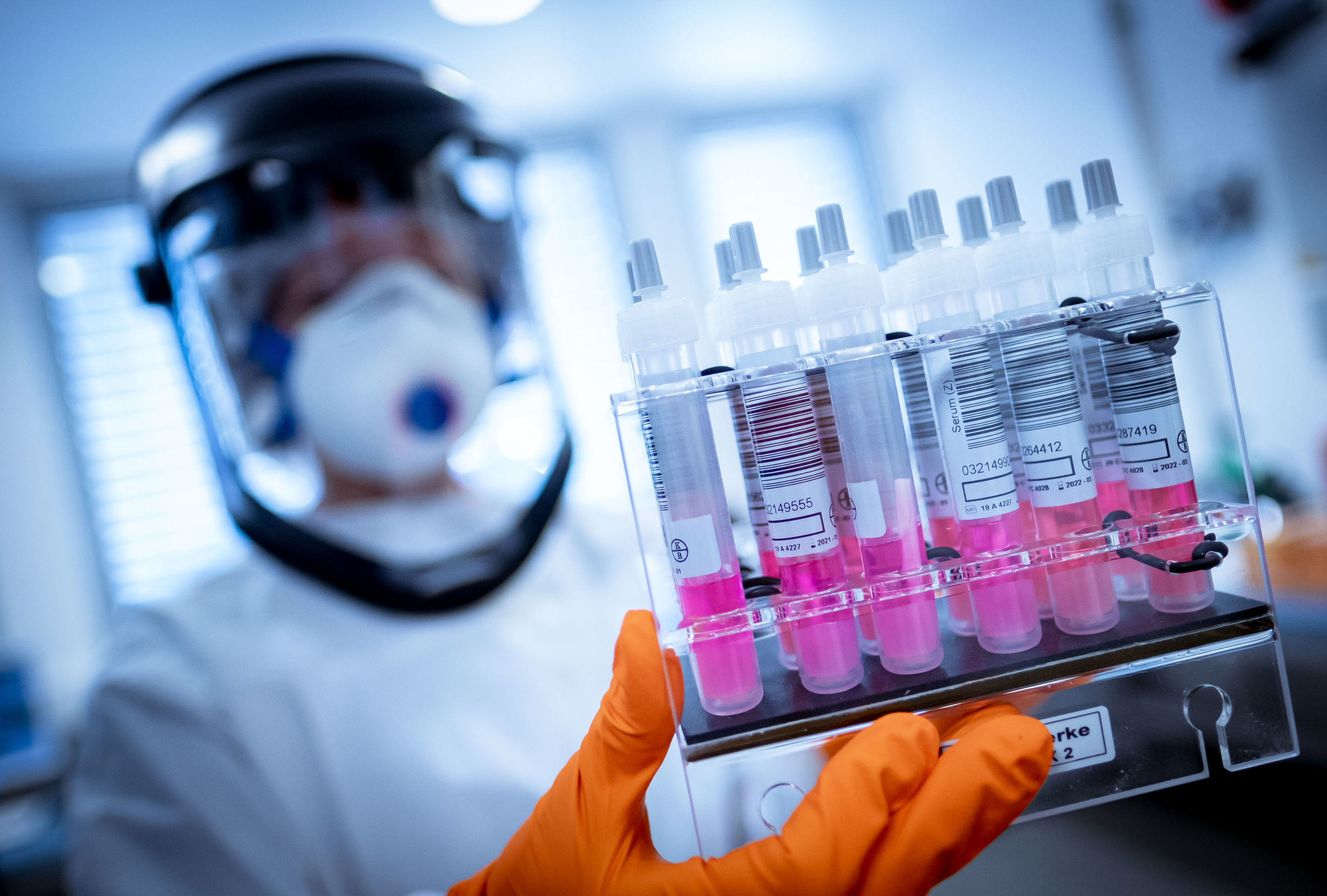 laboratorio-vacuna-covid-archivo-030621.jpg