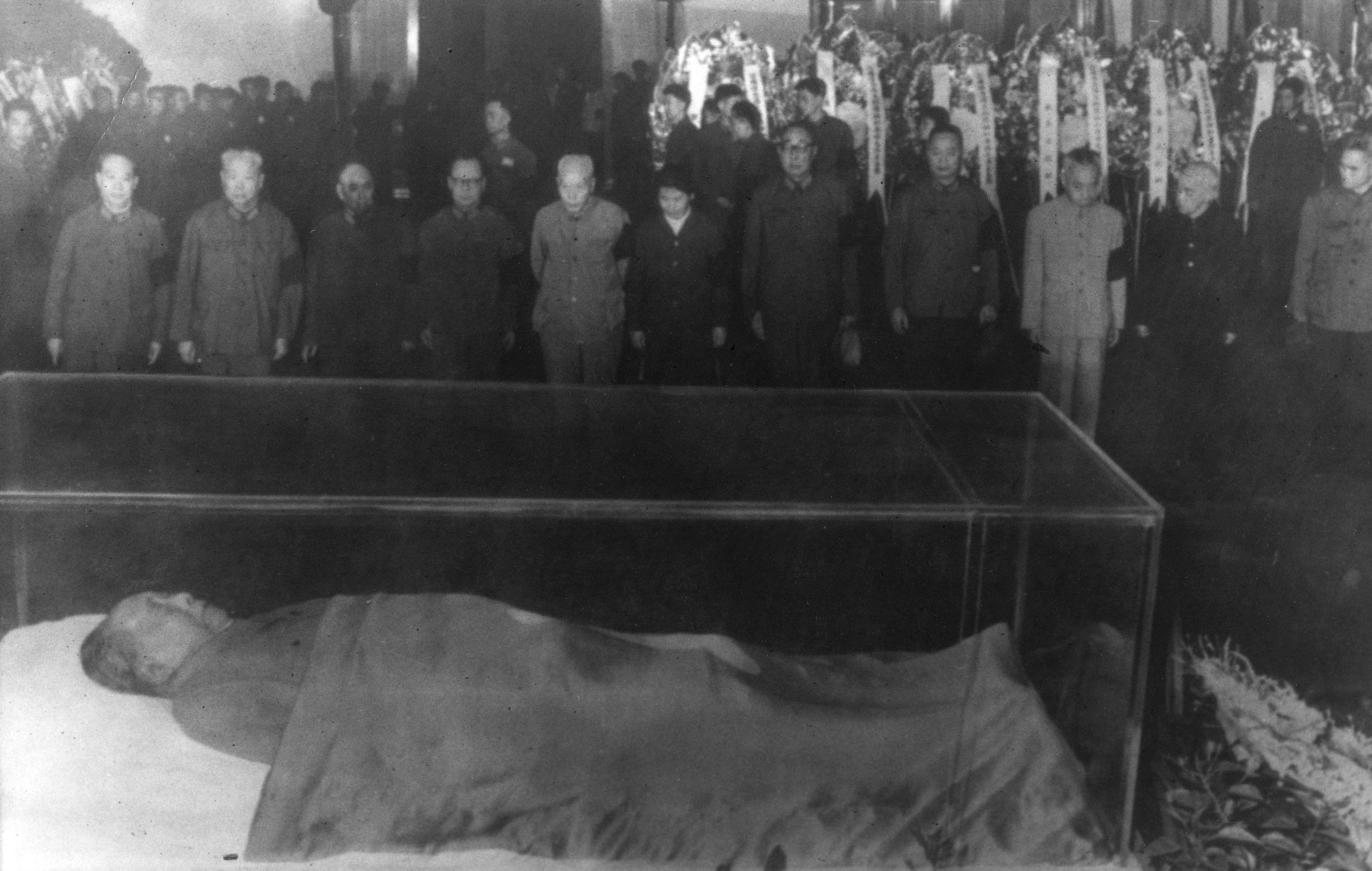 cadaver-maobeijing1976.jpg