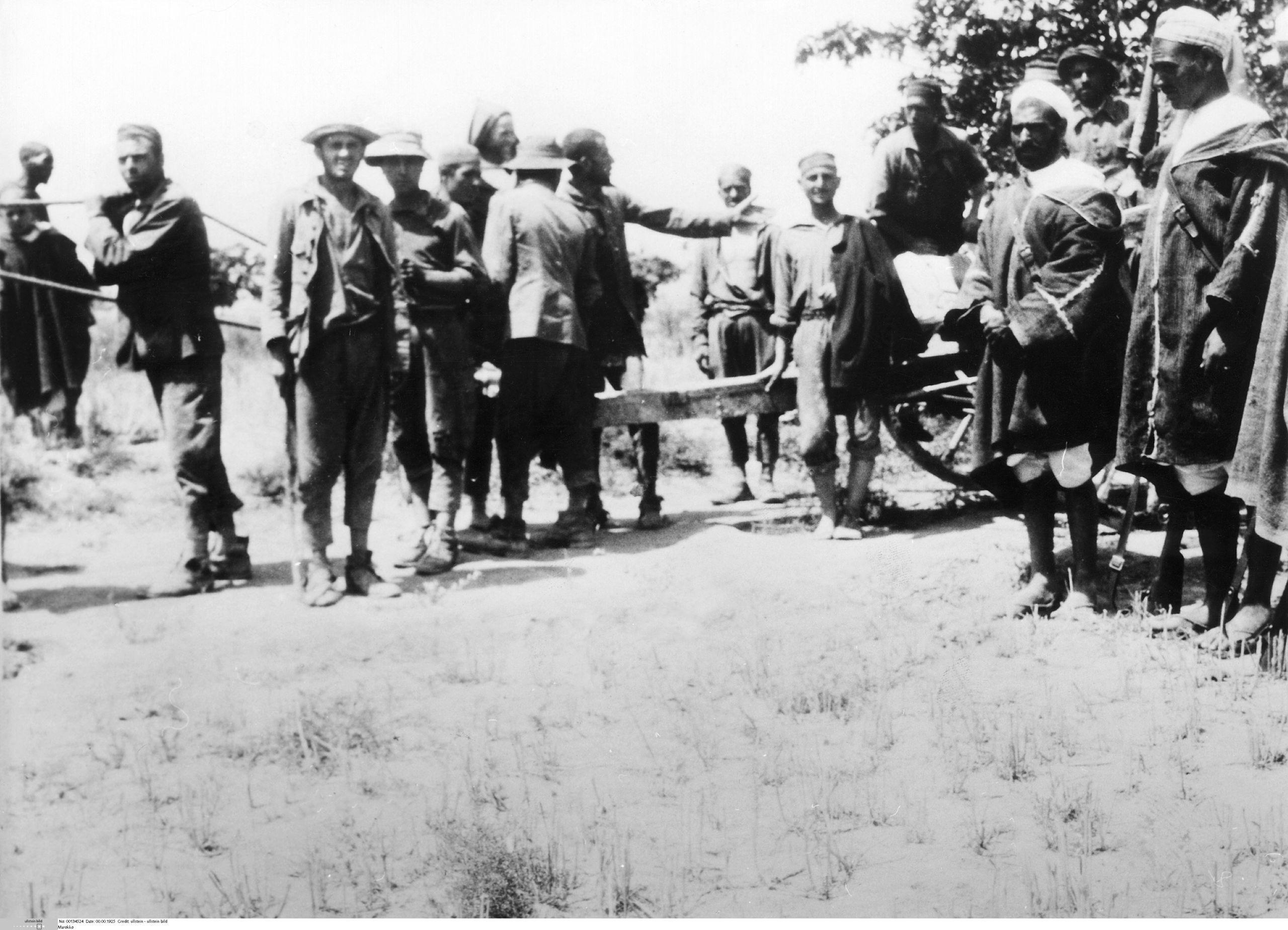 soldados-espanoles-junto-a-soldados-rifenos.jpg