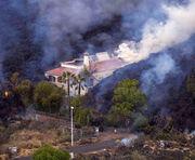 El panorama desolador que deja la lava: casas quemadas, plantaciones y vehículos arrasados