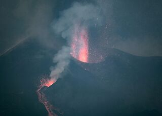 explosion-volcan270921.jpg