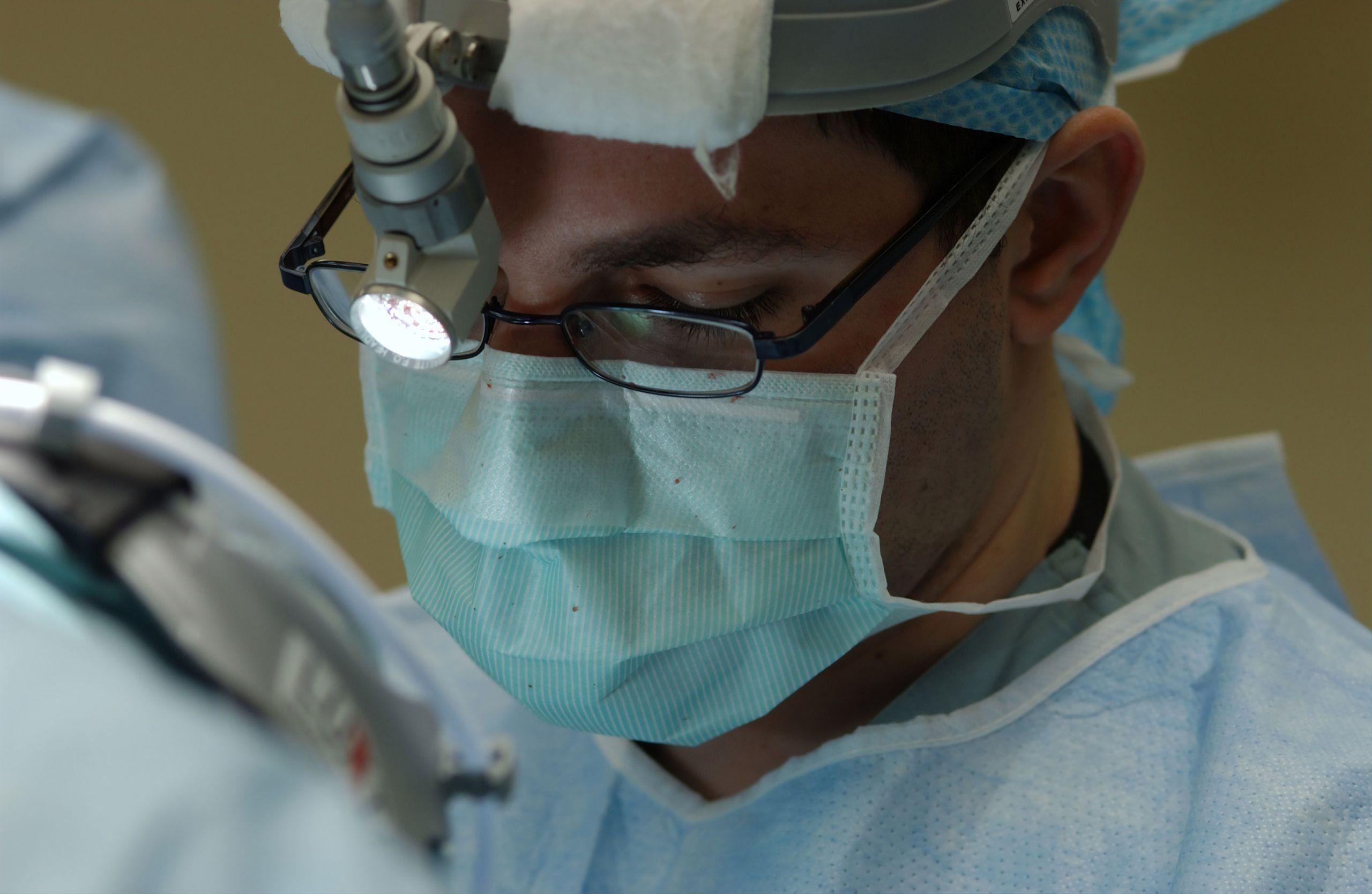 surgeon-wearing-a-mask-during-surgery.jpg